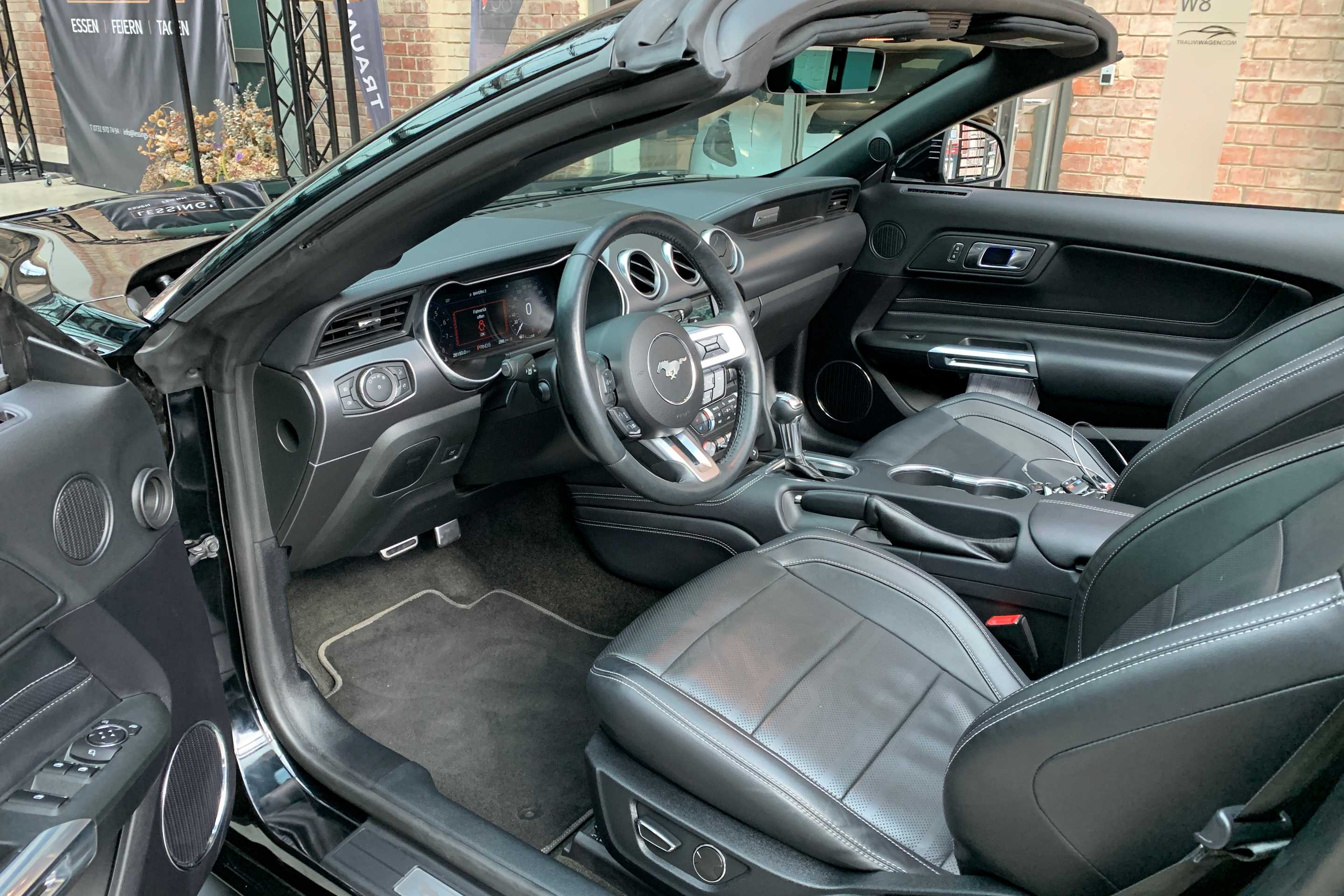 Ford Mustang (GT 5.0 Convertible Premium1*1.Hand)